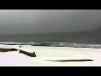 Neve e vento gelido sulle rive del Mar Nero
