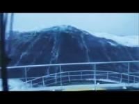 Onda gigante colpisce nave durante tempesta Gertrude. VIDEO incredibile