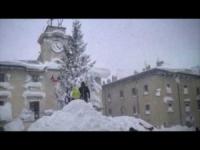 Pescocostanzo, Abruzzo, nevicata record... Guardate quanta neve!