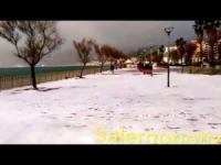 Campania: la neve sul lungomare di Salerno