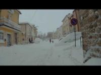 Campania: a spasso per San Bartolomeo in Galdo sommersa dalla neve