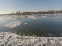 Danubio che sta ghiacciando visto dal drone. Immagini alta risoluzione