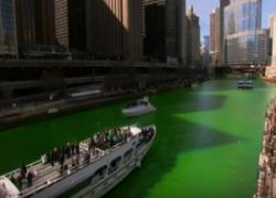 Chicago, il fiume si tinge di verde in occasione di St.Patrick