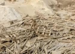 Perù: donna si salva da alluvione con la forza della disperazione. Terrificante