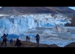 Ghiacciaio collassa in Patagonia: il momento del crollo