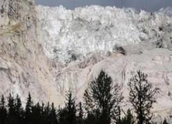 immagine notizia ghiacciaio in bilico enorme massa a rischio crollo paura a courmayeur