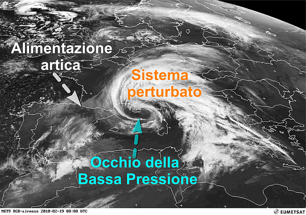 immagine 1 del capitolo 1 del reportage ciclone mediterraneo con forte tempesta perturbata sull italia maltempo e vento