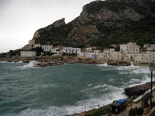 immagine 1 del capitolo 1 del reportage scirocco spazza sardegna e sicilia raffiche fortissime a pantelleria