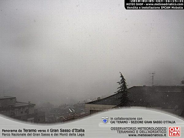 immagine 4 del capitolo 1 del reportage invernata in atto nevica a basse quote sull appennino fiocchi in val padana