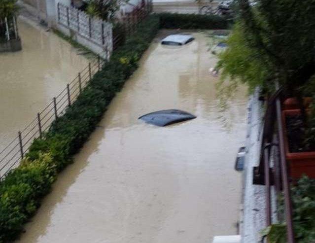 immagine articolo alluvione su pescara muore donna citta allagata video e foto