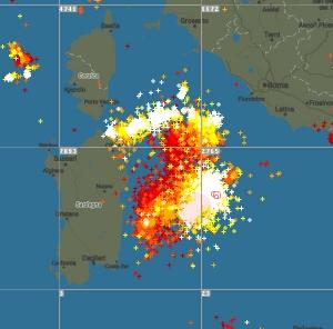 immagine news tempesta-di-fulmini-sul-mar-tirreno-15000-fulmini-in-due-ore-dove-andranno