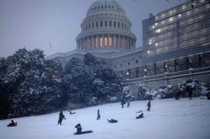 immagine news washington-dc-sotto-una-bufera-di-neve-video-meteo