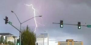 immagine news video-meteo-aereo-colpito-da-fulmine-decollo
