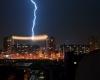 Fulmine colpisce linea elettrica! Sensazionale foto