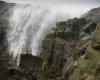 Cascata respinta all'insù per la tempesta di vento: la furia di Gonzalo