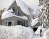 Buffalo e dintorni: crollano 30 tetti per il peso della neve