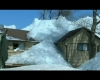 Un muro di ghiaccio esce dal lago e distrugge le case