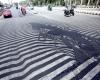 Caldo infernale sull'India: si scioglie l'asfalto sotto il sole cocente