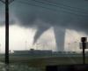 Tornado multipli e grandine enorme: video bestiale da Dodge City, in Kansas