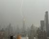 Fulmine colpisce Empire State Building: spettacolo e grande paura negli USA