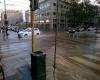 Centro di Milano invaso da acqua e fango, ma non per un nubifragio: video
