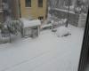 Sardegna, tormente di neve nei versanti orientali. Mezza regione isolata