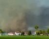 Meteo estremo in Serbia, impressionante temporale. Sembra un tornado che investe una casa