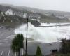 Irlanda, straordinaria mareggiata durante l'ex uragano Ophelia