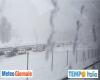 Meteo avverso, molte decine di migliaia di automobilisti in coda sotto la nevicata. Traffico a passo d'uomo