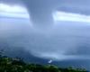 Enorme tromba marina sfiora un'imbarcazione sulla Costiera Amalfitana