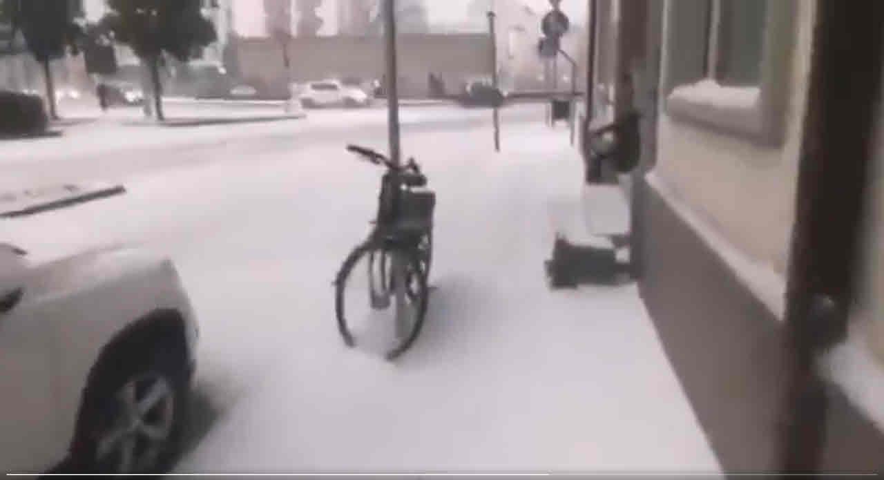grandine gragnola neve grani udine - Video meteo con grandine e neve a grani su Udine