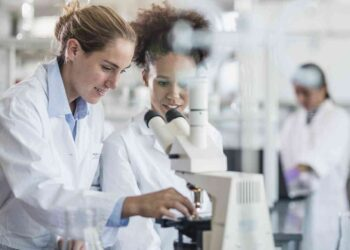 iStock 700211696 350x250 - Milano, la scienza è donna: STEMintheCity verrà svolto online