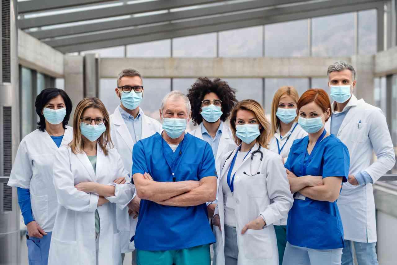 """iStock 1208116440 - Italia, coronavirus, i medici contro il governo: """"Tenetevi l'elemosina, vogliamo dignità e rispetto"""""""