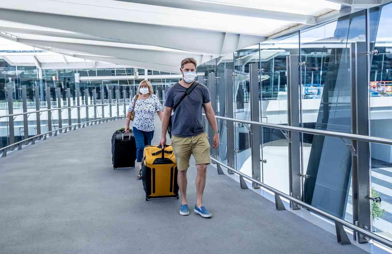 iStock 1211955568 - Coronavirus, viaggi: dal 15 giugno nessuna distanza in aereo ma con mascherina