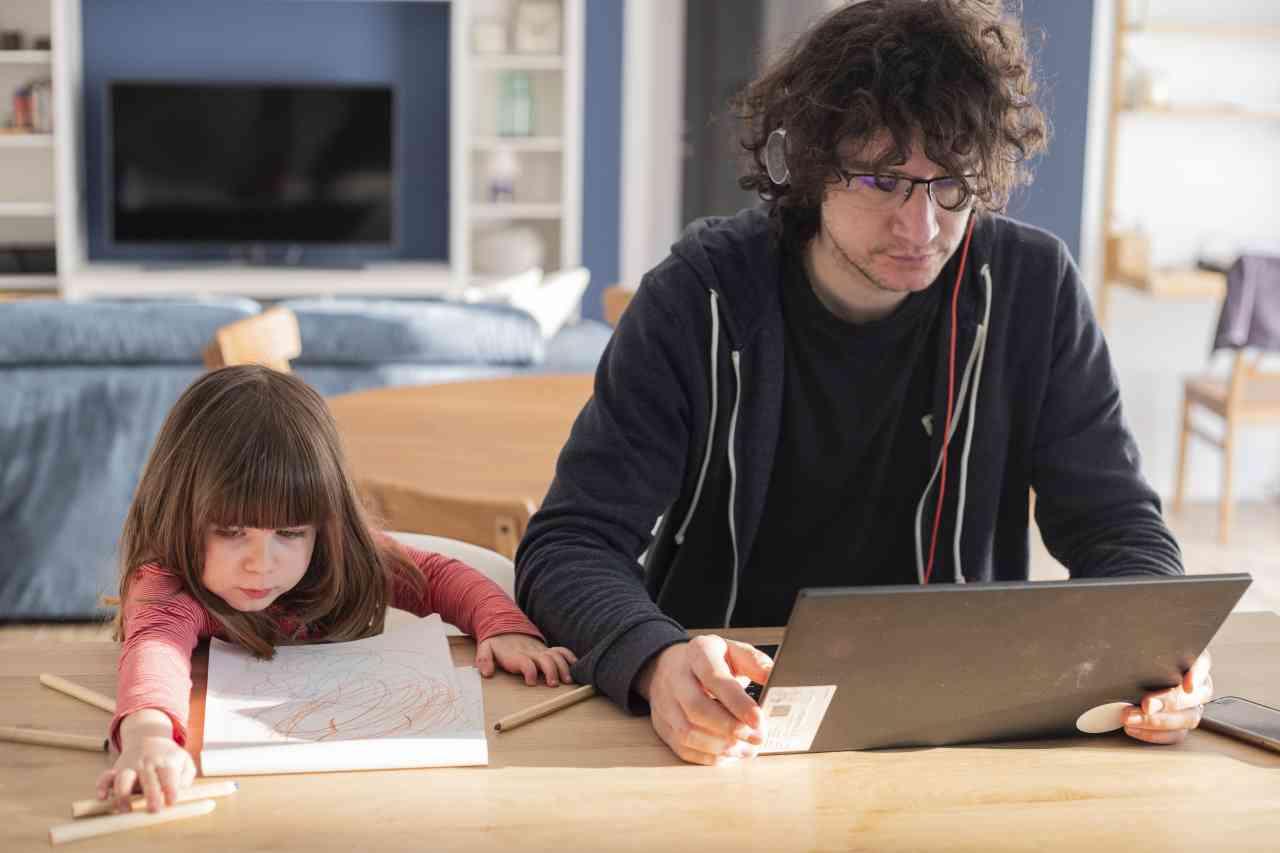 iStock 1216948460 - Smart Working: quali sono i vantaggi e gli svantaggi?
