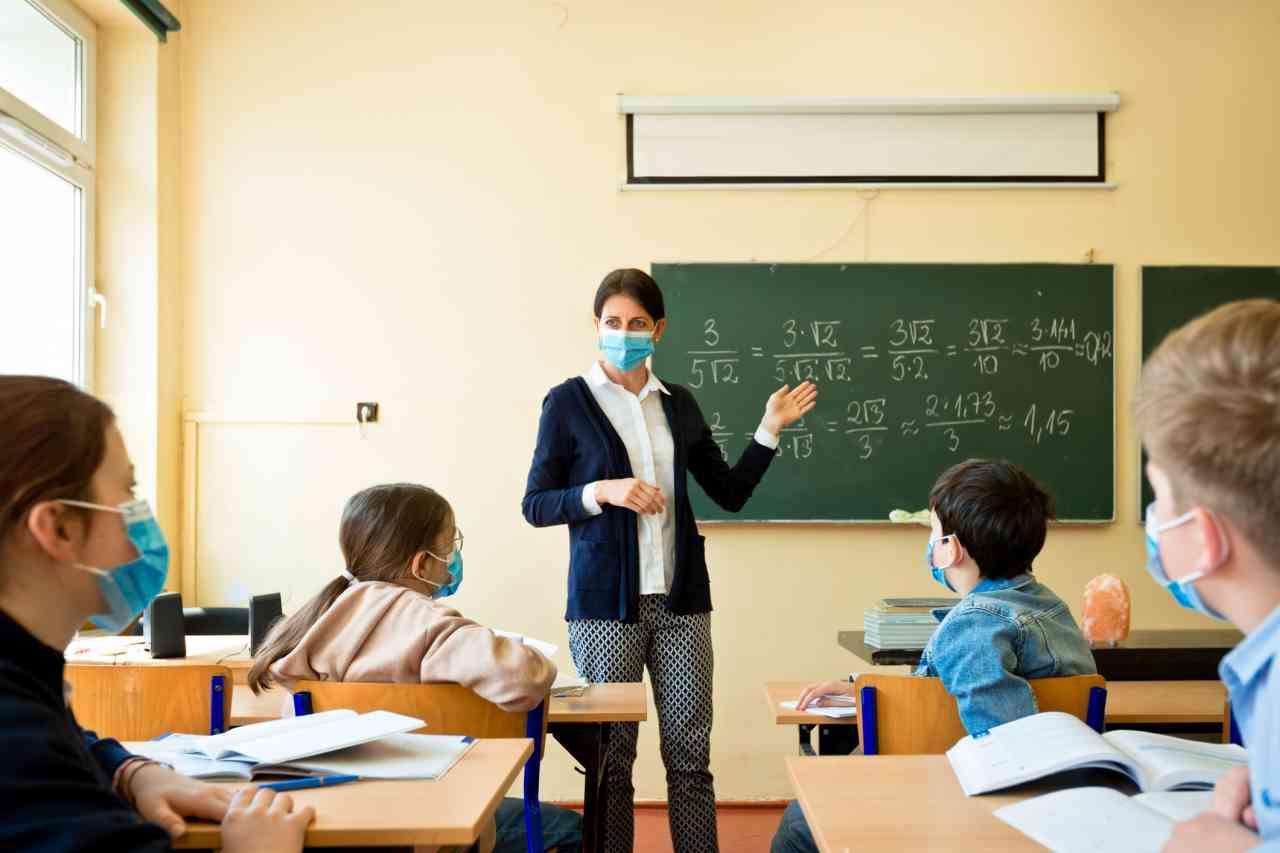 iStock 1225062688 - Scuola, ecco le linee guida per la riapertura a settembre: lezioni a turni e online, classi divise