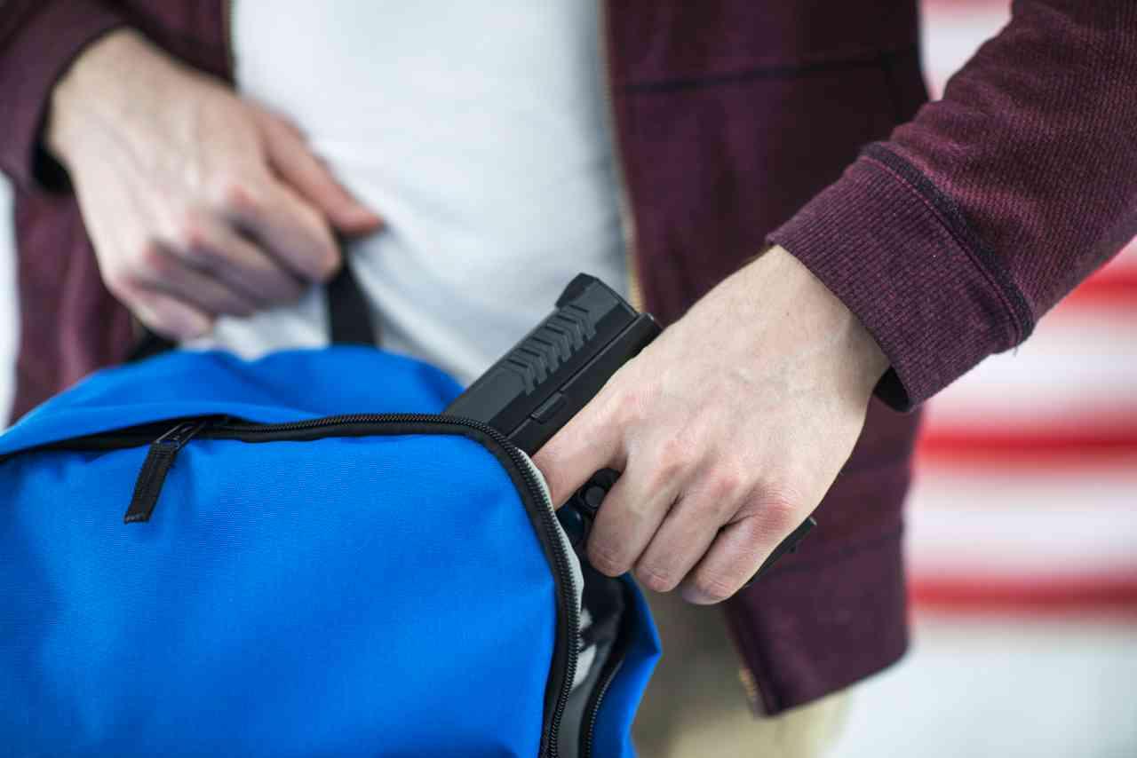 iStock 687794504 - Una pistola alla maturità: il 18enne di Casalpusterlengo calmato dalla professoressa