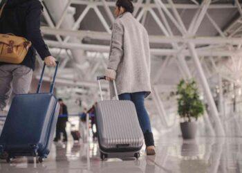 iStock 909333156 350x250 - Viaggi in aereo, scatta il divieto del bagaglio a mano: i dettagli