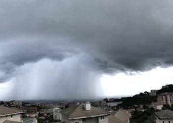 meteo averso in corsica con alluvione estiva 350x250 - Corsica, Alluvione ad Ajaccio, tempeste fuori stagione. Grandine