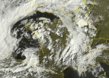 violenti temporali generati da ciclone 350x250 - Tempesta in Francia e Spagna. Evento meteo eccezionale. Domani fronte verso Italia