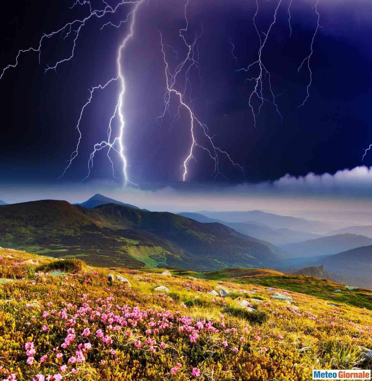 AdobeStock 42261045 scaled 1 - Le previsioni meteo per domani, 15 luglio. Irrompono TEMPORALI, ecco dove