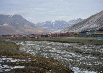 long 350x250 - Mai così CALDO alle Svalbard: quasi 22 GRADI, nuovo RECORD ASSOLUTO