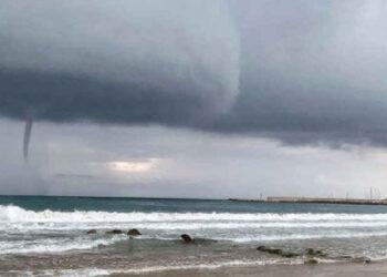 sperlo 350x250 - TORNADO devasta stabilimento balneare: il VIDEO è impressionante