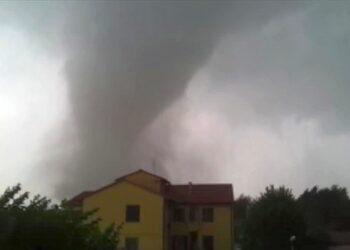 tornado 350x250 - Tornado KILLER nel Tennessee: immagini paurose