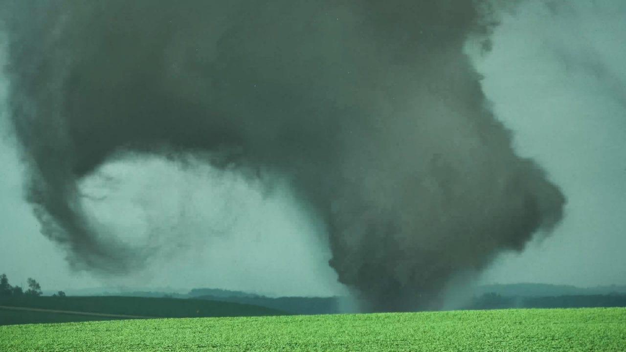 tornado mn - TORNADO in Minnesota, un morto e danni alle cascine: VIDEO da paura
