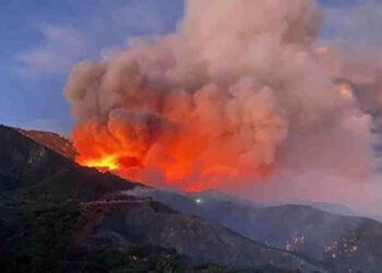 apple fire 350x250 - Enorme INCENDIO fa paura in California, non lontano da Los Angeles. VIDEO
