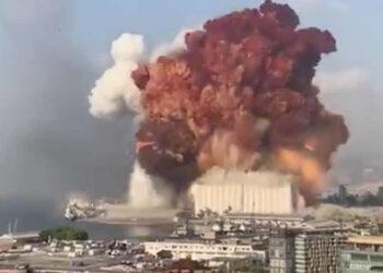 deflagration 350x250 - MAXI ESPLOSIONI a Beirut: immagini impressionanti, come una bomba atomica
