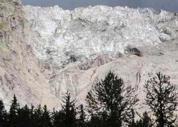 glacieur 350x250 - GHIACCIAIO in bilico, enorme massa a rischio crollo. Paura a Courmayeur