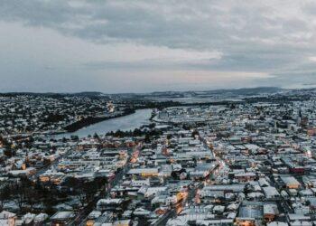 launceston in tasmania sotto la neve 350x250 - Meteo Australia del sud, le peggiori tempeste di neve in 50 anni