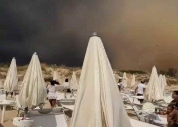 tornado in puglia feriti in salento 1 350x250 - TORNADO devasta stabilimento balneare: il VIDEO è impressionante